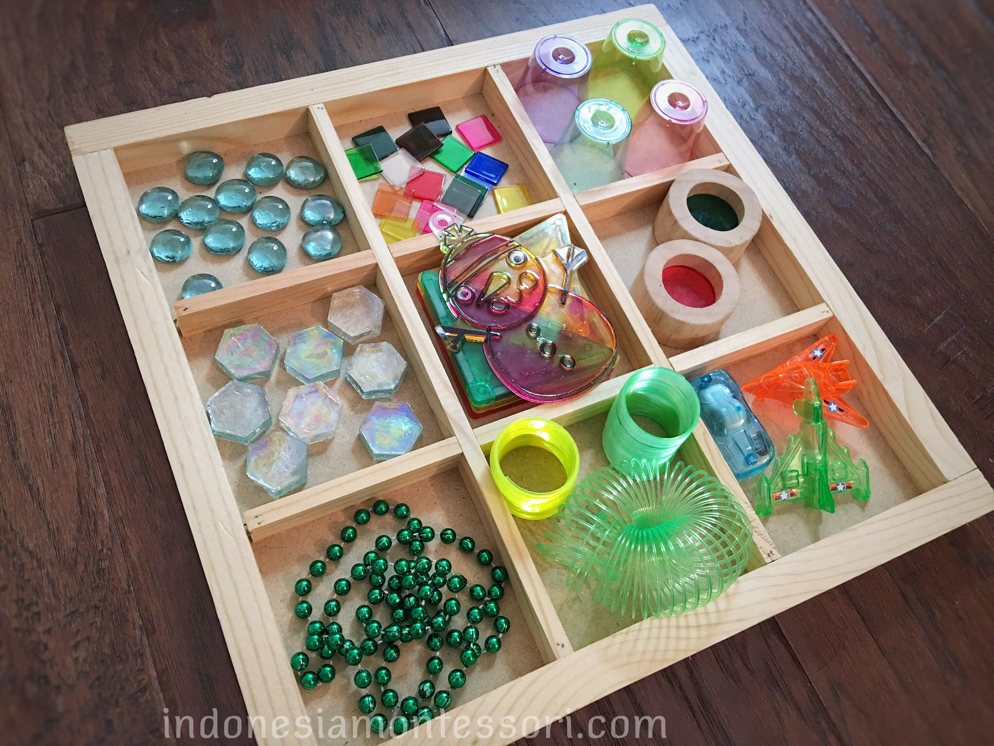 ide bermain reggio light table