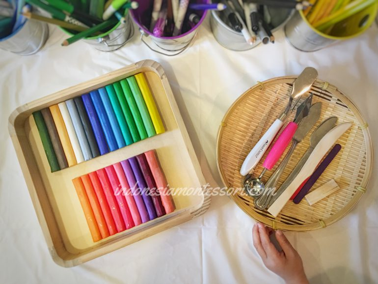 kegiatan seni anak usia dini prasekolah clay art