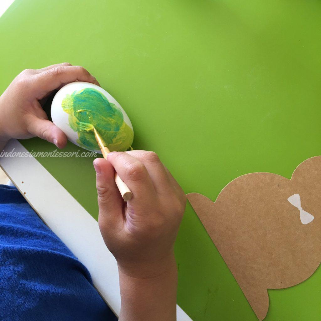 kegiatan melukis telur