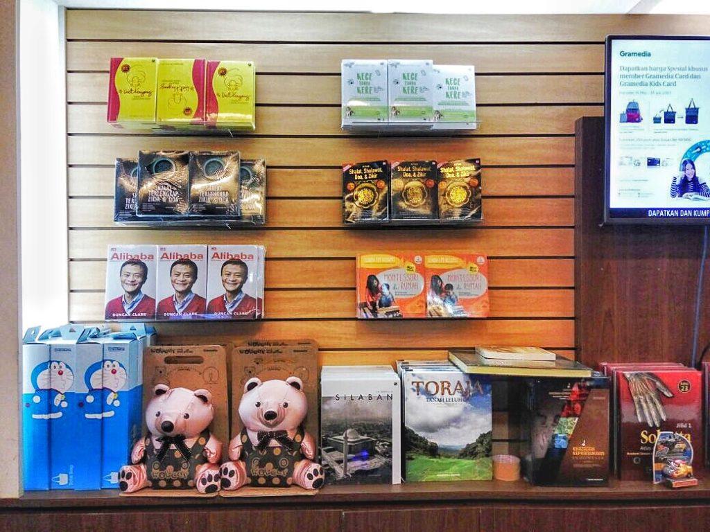 buku best seller gramedia montessori di rumah