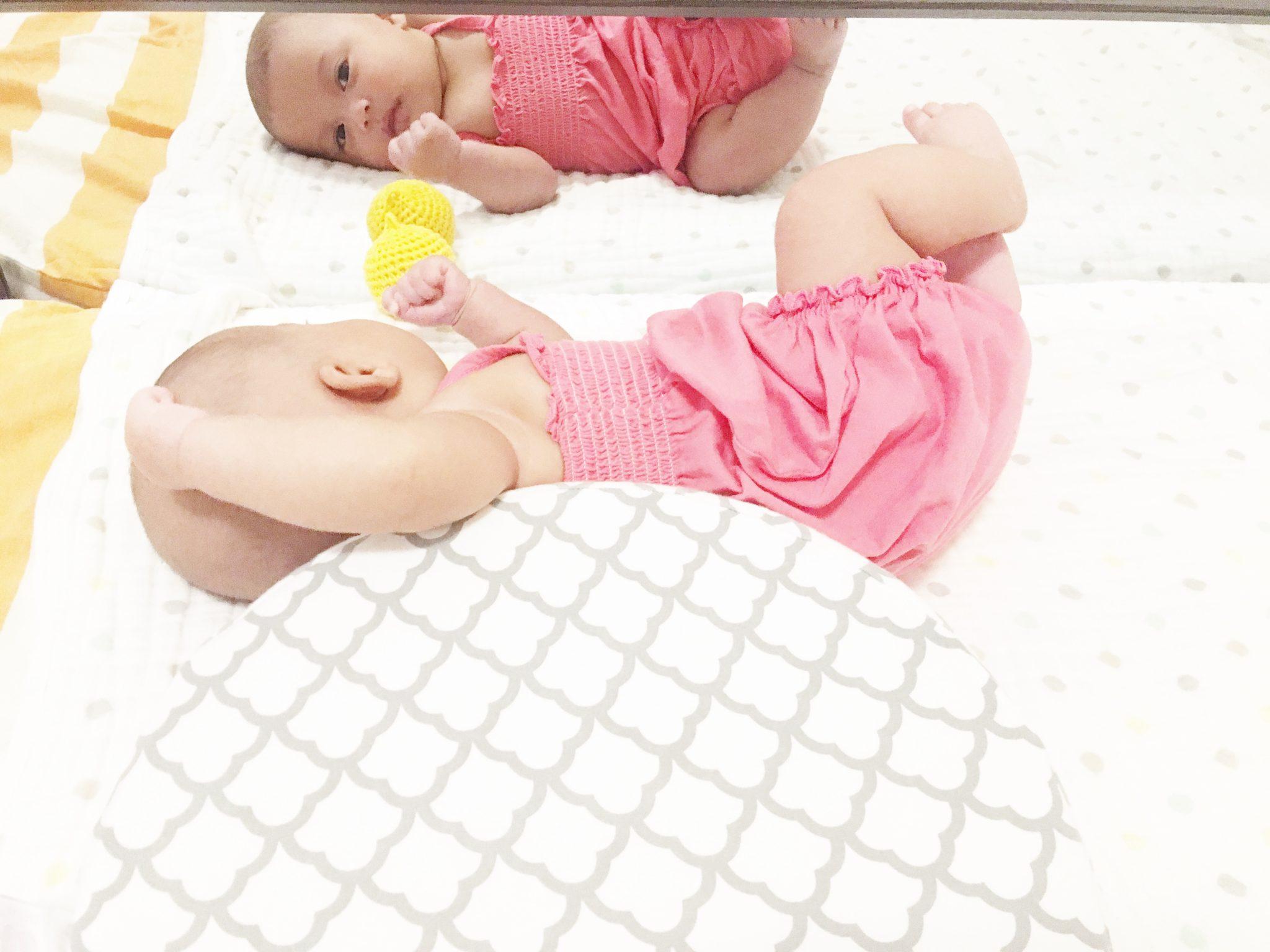 Stimulasi ala Montessori dan Perkembangan Bayi 2 Bulan